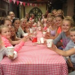 Tijdens de seizoensafsluiting met alle acro meiden op de foto